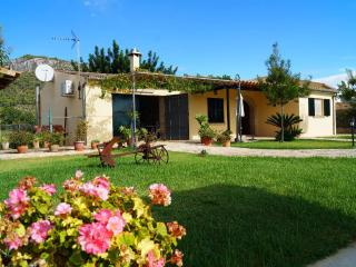 Homely villa with swimming pool - Moscari vacation rentals