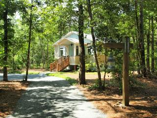 Perfect Cottage with Deck and A/C - Havelock vacation rentals
