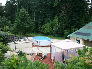 Maison Ellesmere - Self Catering Apartment & Pool - La Coquille vacation rentals