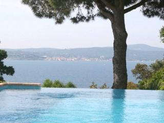 Panoramique 33633 villa with stunning sea views, infinity pool of 11 x 5 mtr. - Saint-Maxime vacation rentals