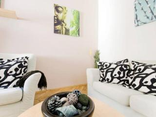 Central, but quiet apt in Budapest - Budapest vacation rentals