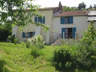 Nice Gite with Internet Access and Satellite Or Cable TV - Egliseneuve-des-Liards vacation rentals