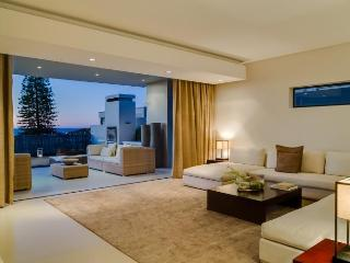 6 bedroom House with Shared Outdoor Pool in Camps Bay - Camps Bay vacation rentals
