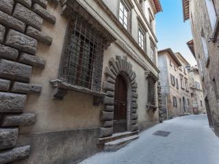 Holiday Apartment in historical palace. Gemma - Montepulciano vacation rentals