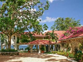 Beachfront Golden Clouds- private beach, 2 freshwater pools & full staff - Oracabessa vacation rentals
