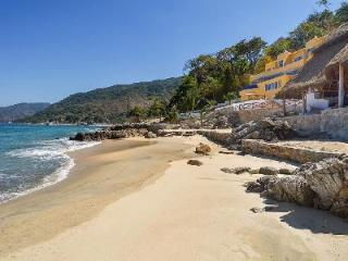 Playasola- private beach, infinity pool- jacuzzi & sports complex - Mismaloya vacation rentals