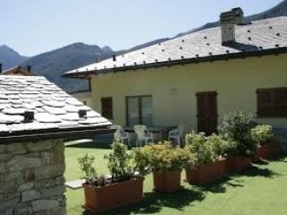 Romantic 1 bedroom Chiesa In Valmalenco Bed and Breakfast with Internet Access - Chiesa In Valmalenco vacation rentals
