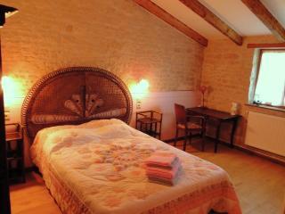 LA CHARMENTAISE La Rochelle Romantique - Andilly vacation rentals