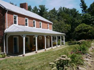 Modern 1850s Luray Farmhouse - Syria vacation rentals