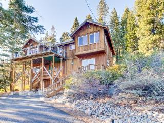 Gorgeous lake views, spacious deck, near Pacific Crest Trail - Truckee vacation rentals
