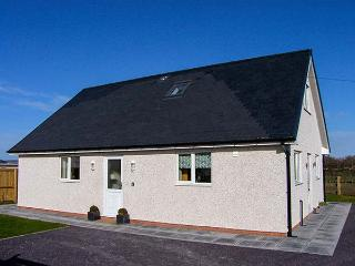 HENDRE, ground floor wet room, woodburning stove, WiFi, enclosed garden, Ref 913798 - Ruthin vacation rentals
