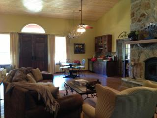 4 bedroom B&B with Internet Access in Mason - Mason vacation rentals