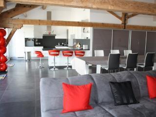 Domaine de L'Aube des Temps, Le Loft - Narbonne vacation rentals