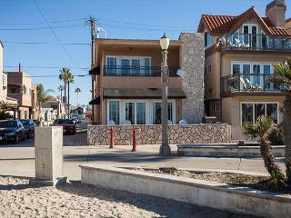 Popular Oceanfront Upper Back Studio! (68326) - Newport Beach vacation rentals