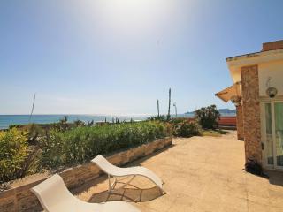 Magnificent villa 30 meters from the beach - L'Estartit vacation rentals