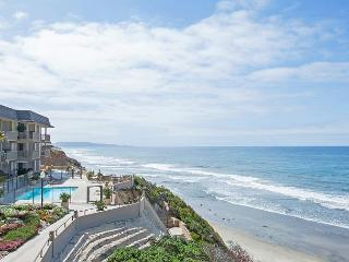 Oceanfront condo with white water views, pool & spa in Del Mar Beach Club - Solana Beach vacation rentals