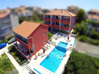 2 bedroom Apartment with Internet Access in Seget Vranjica - Seget Vranjica vacation rentals