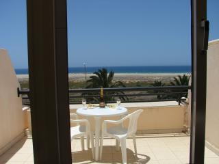 apartamento estudio con terraza en primera linea d - Morro del Jable vacation rentals