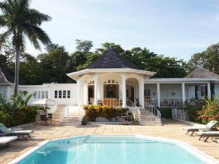 Ocean view Nutmeg South- near beach & 3 golf courses, pool, full staff - Montego Bay vacation rentals