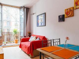 COZY APARTMENT ♥ SUNNY BALCONY !!! - Barcelona vacation rentals