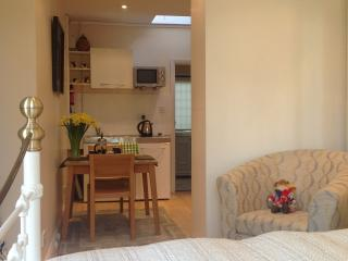 Annex/Bedroom - Richmond/Barnes/SW14 - Richmond vacation rentals