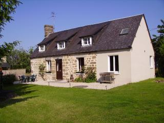 Comfortable Cottage with Satellite Or Cable TV and Outdoor Dining Area - Lonlay-l'Abbaye vacation rentals