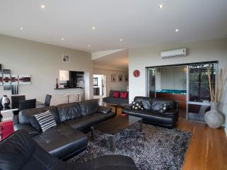 Ian Road Apartment  2 Bedroom suite. Mt Martha Vic - Mt Martha vacation rentals
