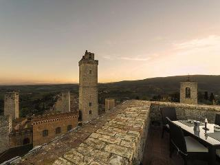THE 'TORRE DI SAN GIMIGNANO' CHARME TOWER ACCOMOD. - Cortona vacation rentals