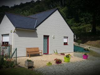 Gîte de Bizernig - prox du Canal de Nantes à Brest - Chateauneuf du Faou vacation rentals