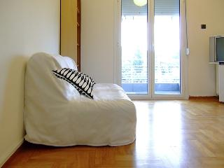 ParkView,1 stop from Syntagma! A/C, Wi-Fi, 1-4pers - Athens vacation rentals