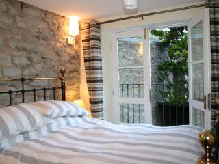 2 bedroom Condo with Television in Kendal - Kendal vacation rentals