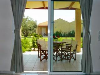 2 bedroom Bungalow with Internet Access in Kalamos - Kalamos vacation rentals