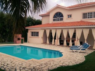 Bright 5 bedroom Juan Dolio Villa with Internet Access - Juan Dolio vacation rentals