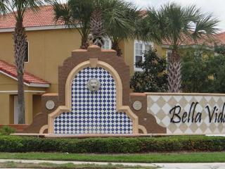 Bella Vida - Walmart in corner - accept pets - Kissimmee vacation rentals