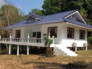 4 bedroom Villa with Internet Access in Ko Kut - Ko Kut vacation rentals