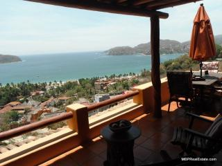 Charming 2 bedroom Zihuatanejo Condo with Internet Access - Zihuatanejo vacation rentals