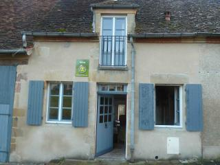 Nice Gite with Internet Access and Television - Souvigny vacation rentals