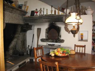 """PATRIZIERHAUS """"CASA AL POZZO"""", am Badefluss - Ascona vacation rentals"""