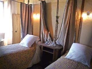 Romantic 1 bedroom Najac Guest house with Garden - Najac vacation rentals