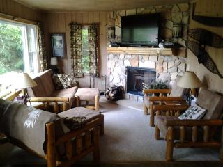 Beautiful House with Deck and Satellite Or Cable TV - Phelps vacation rentals