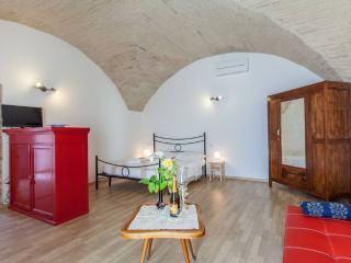 Cozy 1 bedroom Townhouse in Spello with Internet Access - Spello vacation rentals