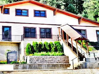 Beautiful House with Deck and Internet Access - Mullan vacation rentals