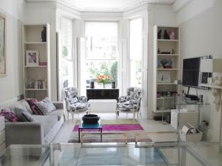 Superb Location Stylish Living in a London Townhou - London vacation rentals