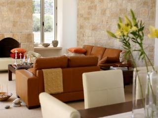 Perfect 3 bedroom Miliou Villa with Internet Access - Miliou vacation rentals