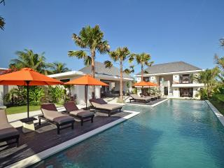 6Br Villa with Chef, near the beaches (Canggu) - Canggu vacation rentals
