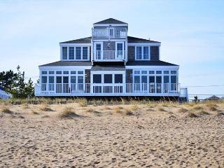 Eagle's Nest - Beachfront beauty on Plum Island! 4 beds/3 baths - South Hamilton vacation rentals