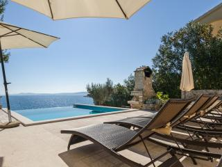 Sea front luxury villa,Swimming pool,Boat morning! - Okrug Gornji vacation rentals