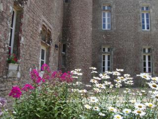 Enchanting Manor less than an hour from beaches - Plumelec vacation rentals