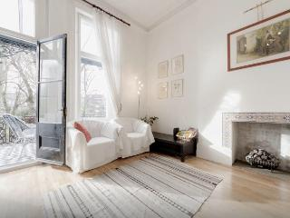 Beautiful 2-bed flat with balcony and gardens - London vacation rentals