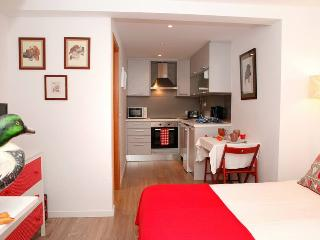 Alfama Red House - Lisbon vacation rentals